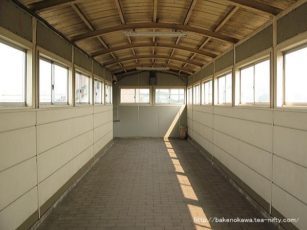 帯織駅跨線橋