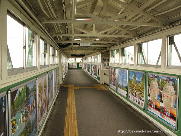 東三条駅の跨線橋その1
