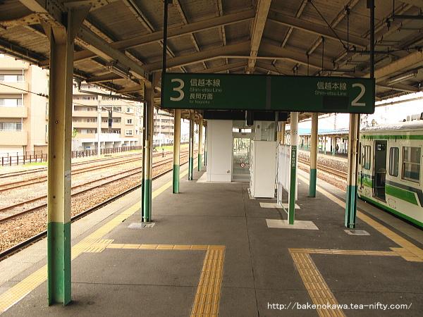 東三条駅の島式ホームその4
