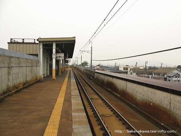 ホーム東三条方から見た北三条駅構内