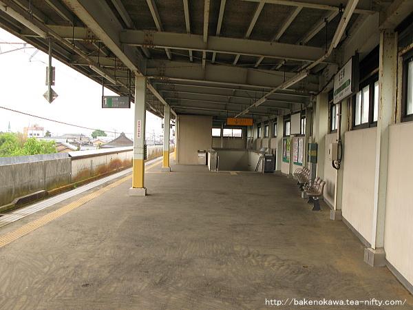北三条駅ホーム中央部の様子