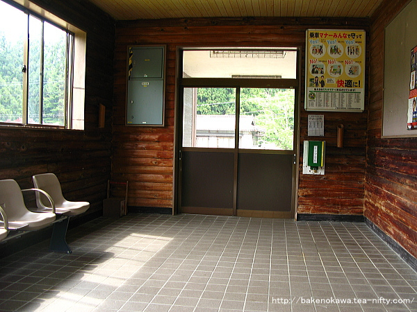 越後片貝駅駅舎内部の様子