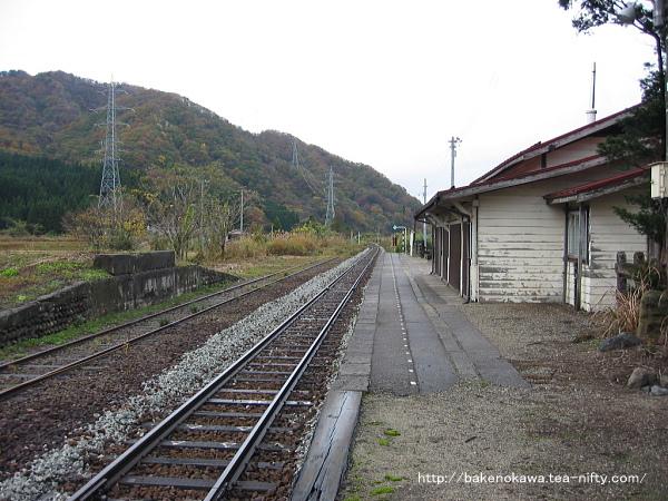 旧駅舎時代の越後大島駅のホームその二
