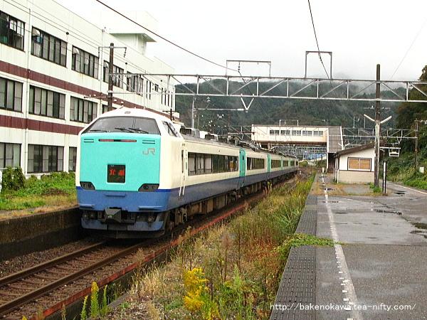 梶屋敷駅を通過する485系電車特急「北越」その1