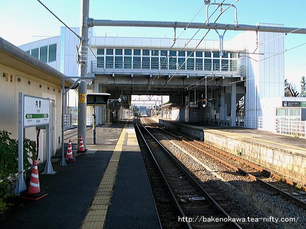 一番ホーム新潟大学前方から見た内野駅構内