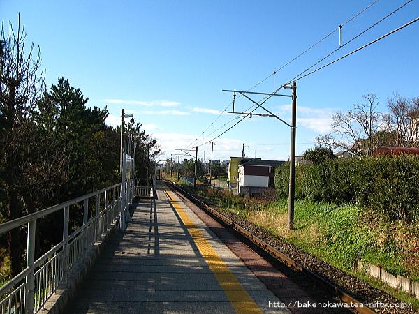 新潟大学前駅のホームその2