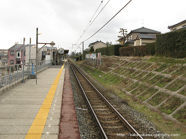 ホーム寺尾方から見た新潟大学前駅構内