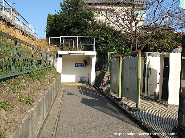 新潟大学駅前の連絡地下道の様子