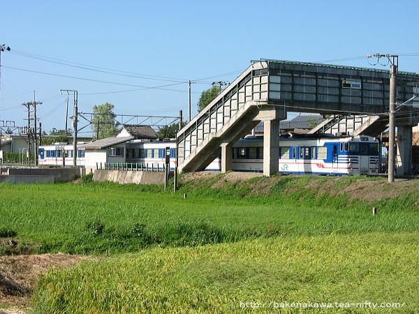 平林駅に停車中のキハ40系気動車