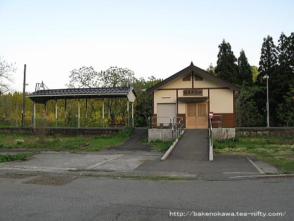 越後鹿渡駅駅舎の様子