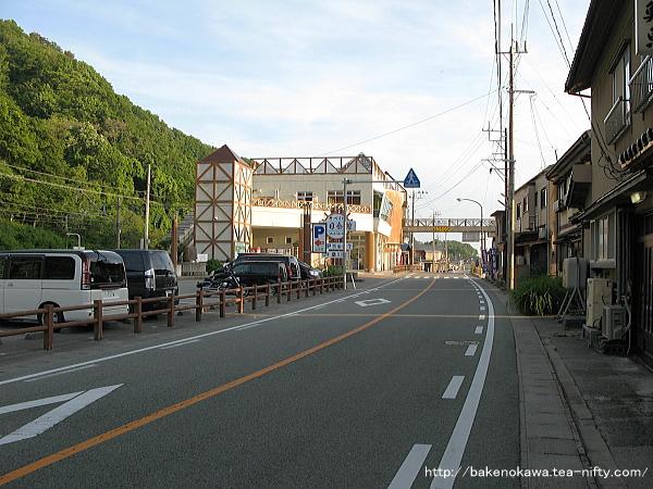 桑川駅舎と道の駅遠景
