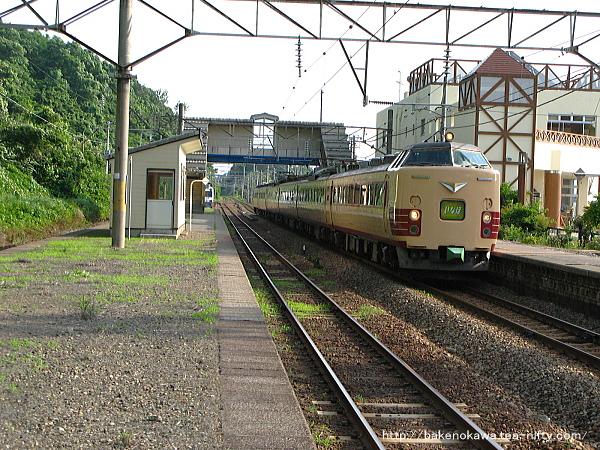 桑川駅を通過する485系電車特急「いなほ」その一