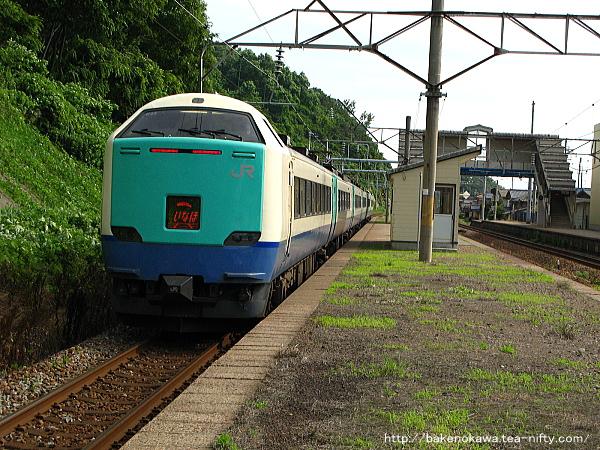 桑川駅を通過する485系電車特急「いなほ」その二