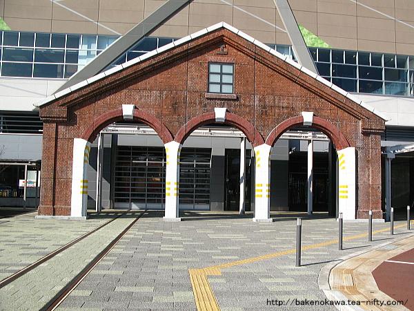糸魚川駅の赤煉瓦車庫のモニュメント