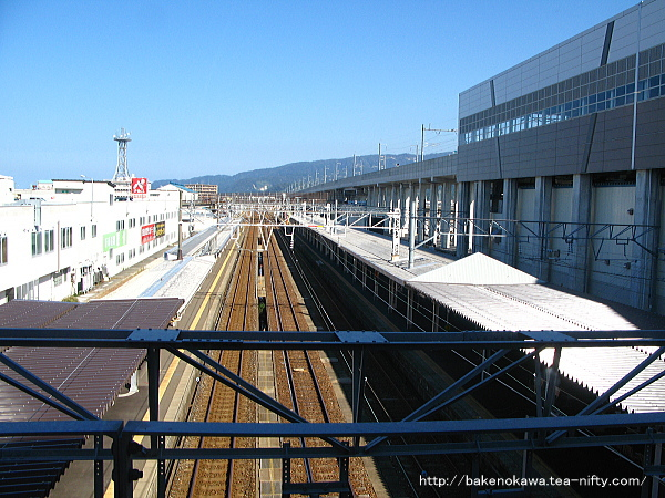 自由通路から見た糸魚川駅構内