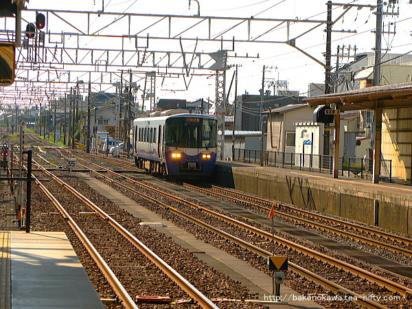糸魚川駅に入線する直江津行ET122系気動車