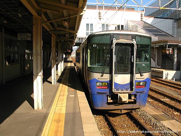 糸魚川駅に停車中のET122系気動車