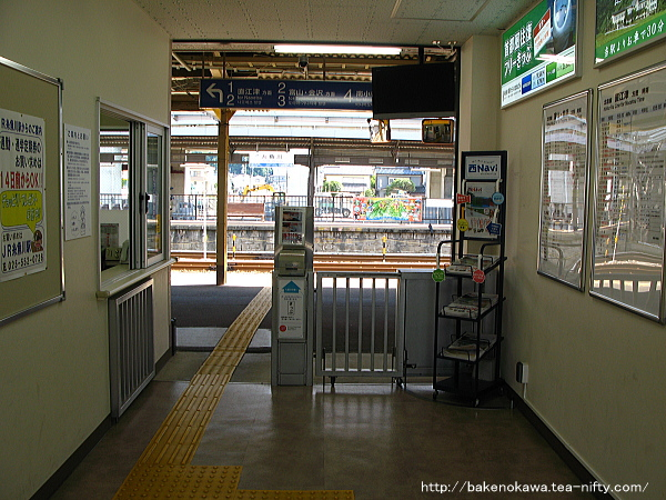 新駅舎に移行期の糸魚川駅駅舎内改札口付近