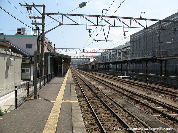 一番ホーム青海方から見た橋上駅舎化以前の糸魚川駅構内