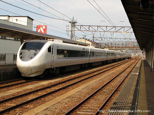 糸魚川駅を出発した越後湯沢行特急「はくたか」