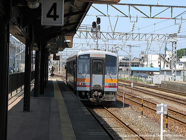 糸魚川駅に停車中のキハ120