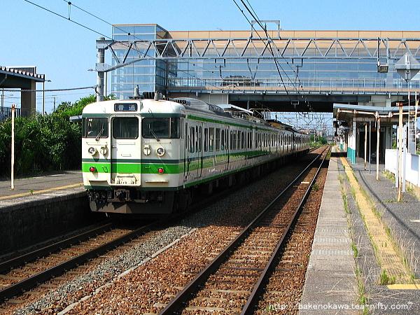 豊栄駅一番線に停車中の115系電車