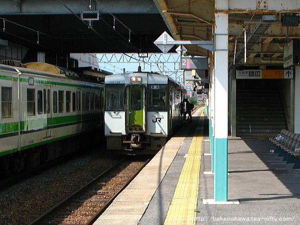 豊栄駅に停車中のキハ110系快速「べにばな」