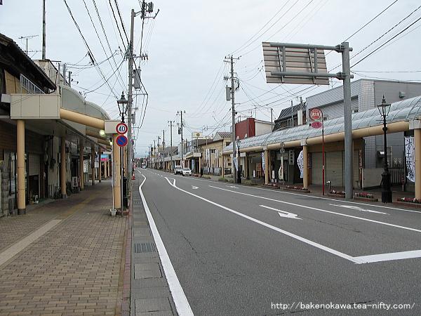 駅南口の商店街