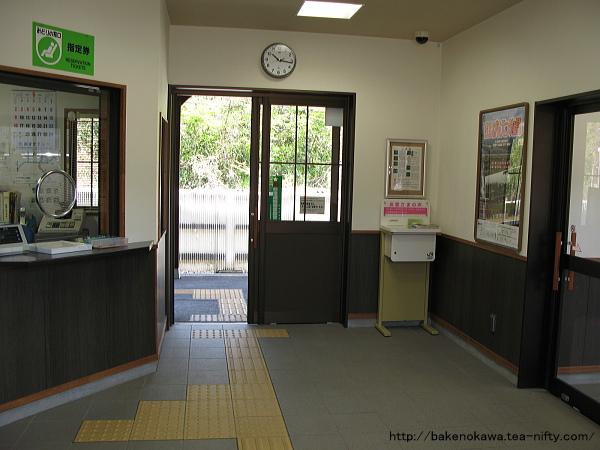 津川駅駅舎内の様子