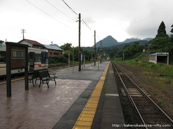 ホーム鹿瀬方から見た津川駅構内