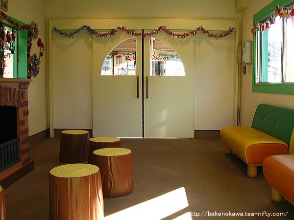 ホーム上の待合室その3