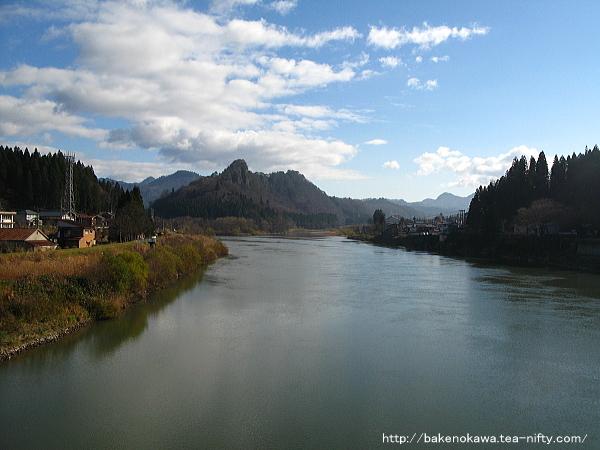 きりん橋上から見た阿賀野川初冬の風情