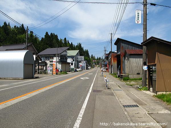 魚沼田中駅近くの国道252号線