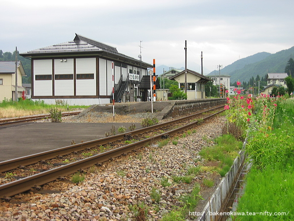 路上から見た入広瀬駅構内その1