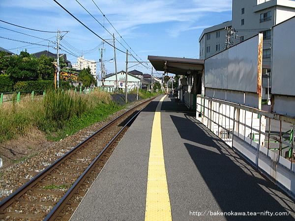 青山駅のホームその4