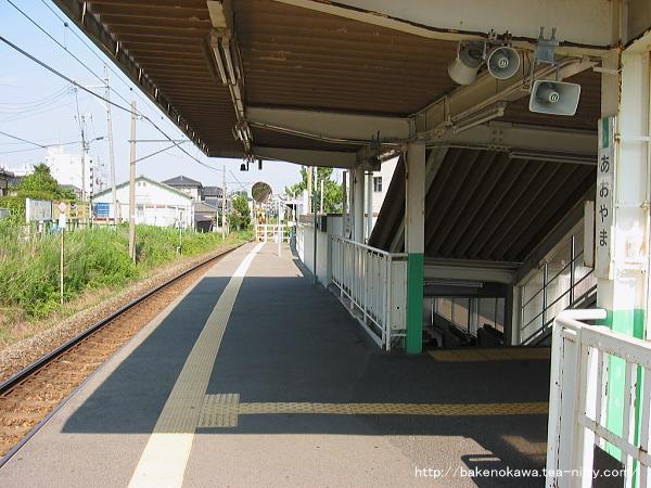 青山駅のホームその6