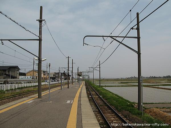 越後赤塚駅の島式ホームその4