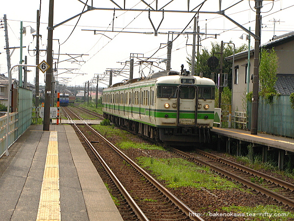 越後石山駅に停車する115系電車その二