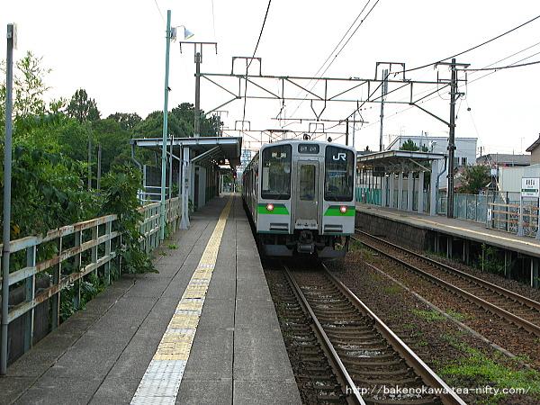 越後石山駅に停車するE127系電車その二