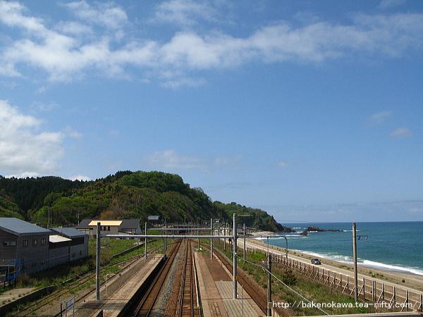 跨線橋上から勝木駅方面を望む