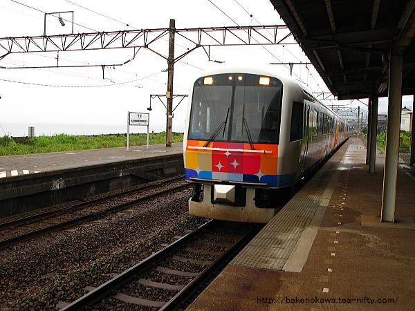 快速「きらきらうえつ」新潟行が1番線に入線