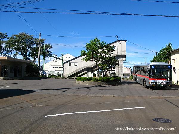 小島谷駅前広場