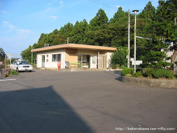 小島谷駅の駅舎その2