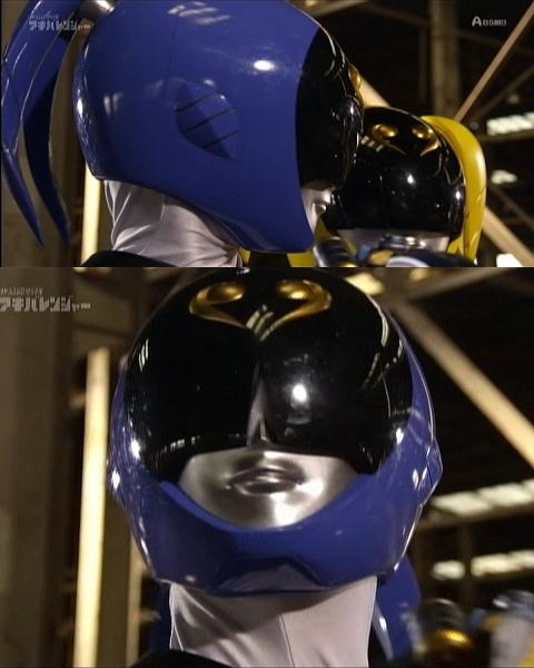 アキバブルーのマスクと首筋
