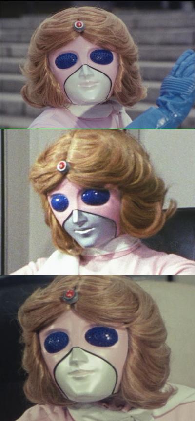 能面のように見えるミスアメリカのマスク