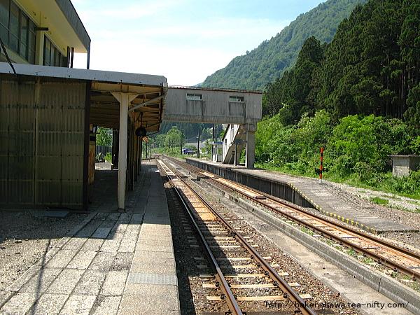 越後金丸駅の上りホームその二