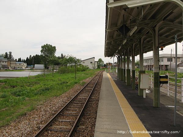 越後田沢駅のホームその3