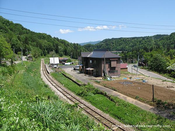 道路上から俯瞰で見た越後田中駅その1