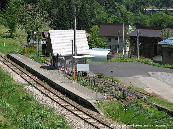 道路上から俯瞰で見た越後田中駅その2