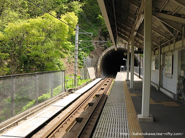 ほくほく大島駅のホームその1